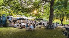 URB EGG-café - een bruisende artistieke zomerse stek om Brugge anders te beleven - in parkzone tussen Station en de Boeveriepoort, grenzend aan het water.