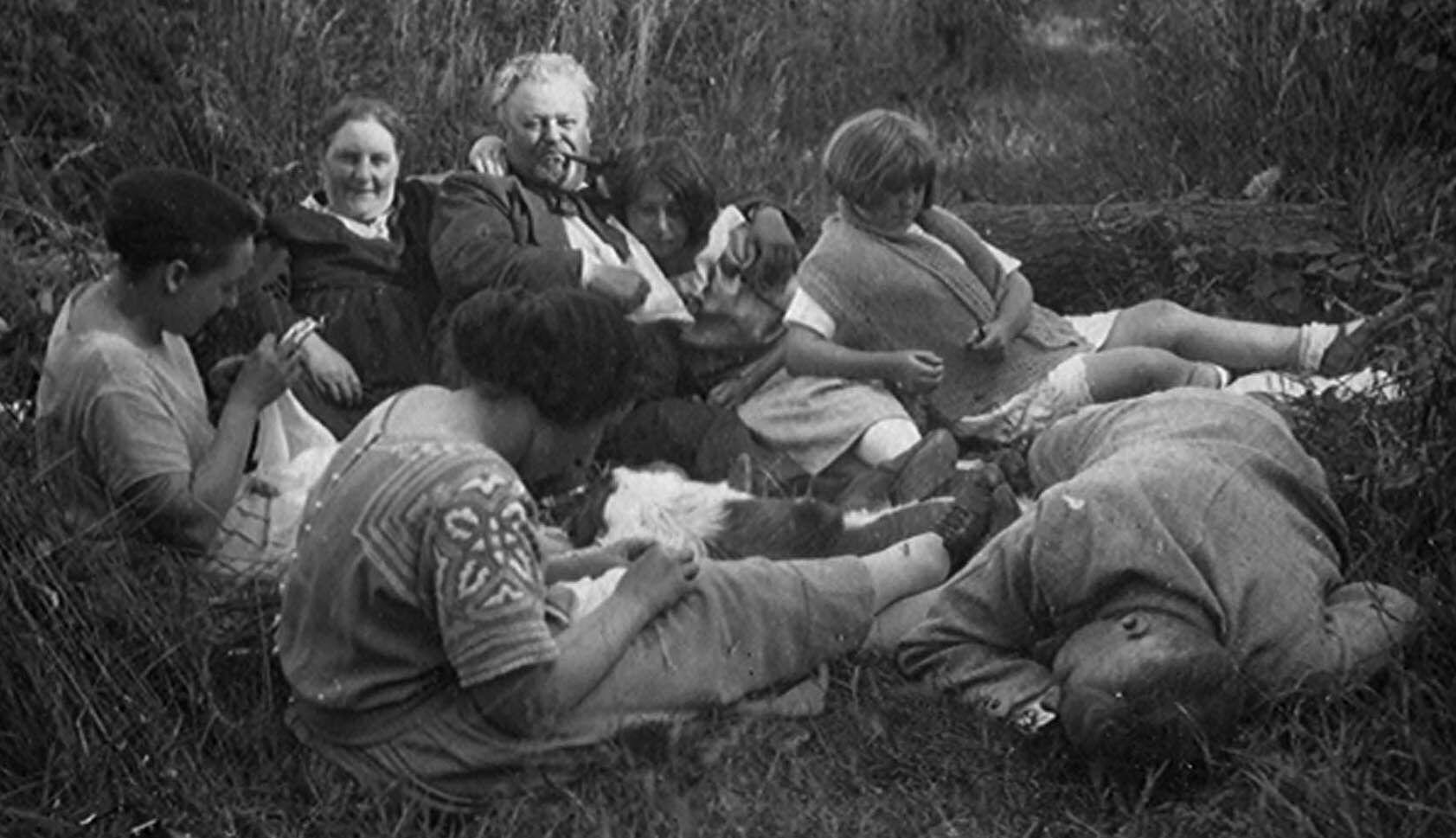 Etikhove: liggend in het gras