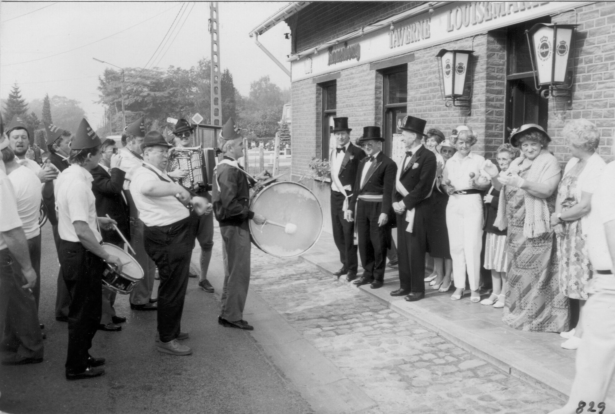 Lousie Marie: de Bierfluiters op kermismaandag