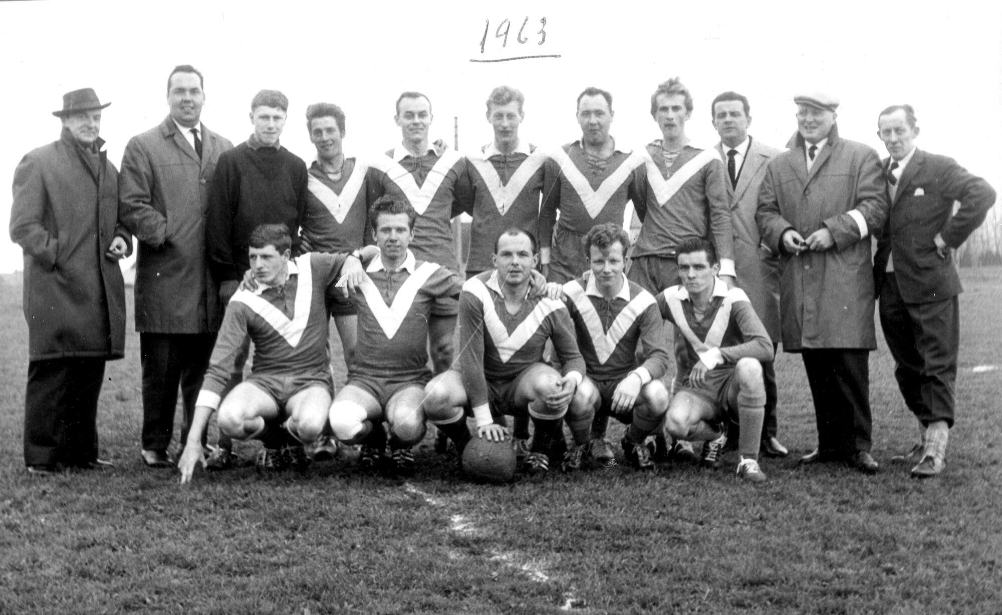 Louise Marie: groepsfoto voetbalploeg 1963