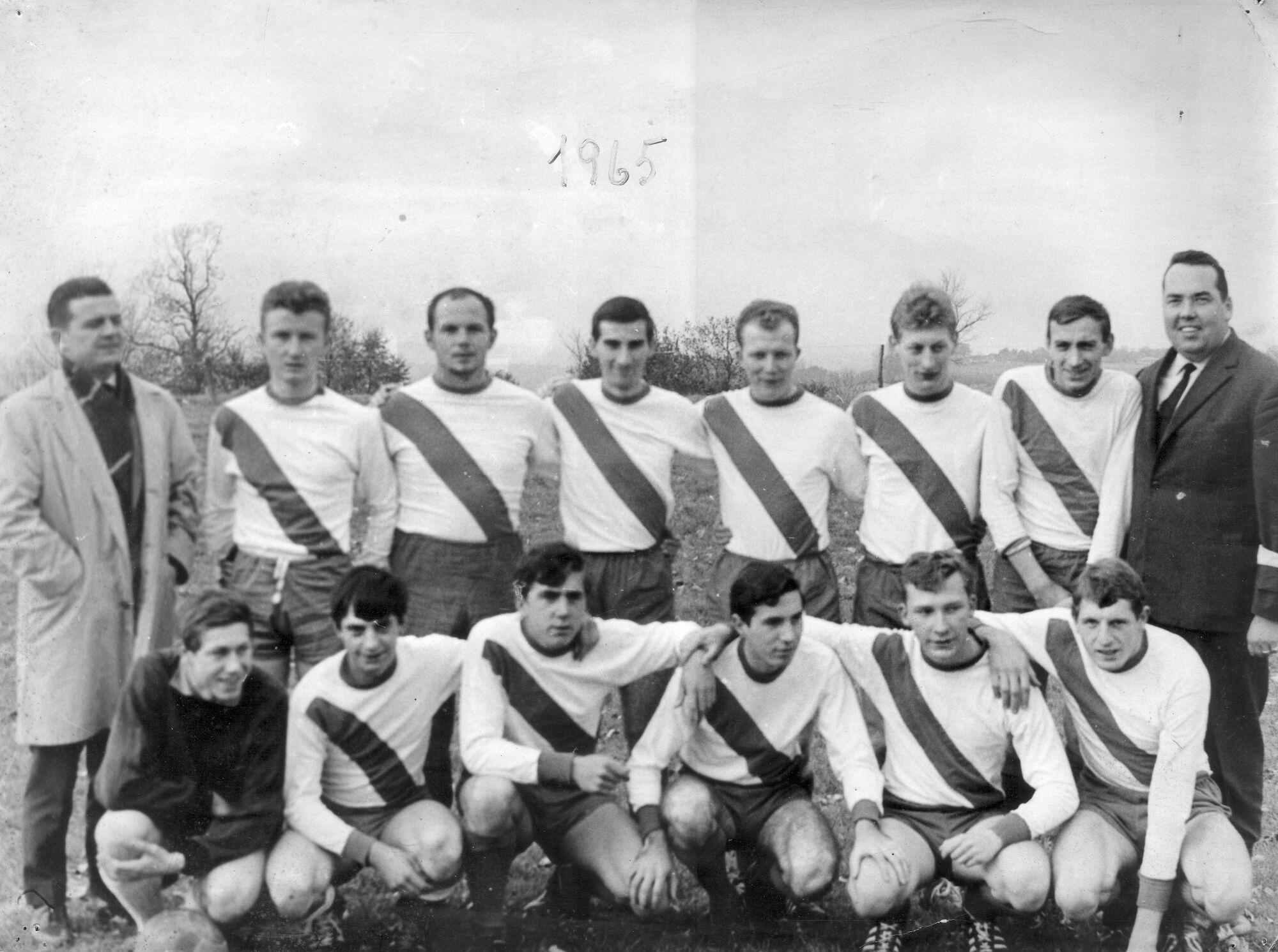 Louise Marie: groepsfoto voetbalploeg 1965