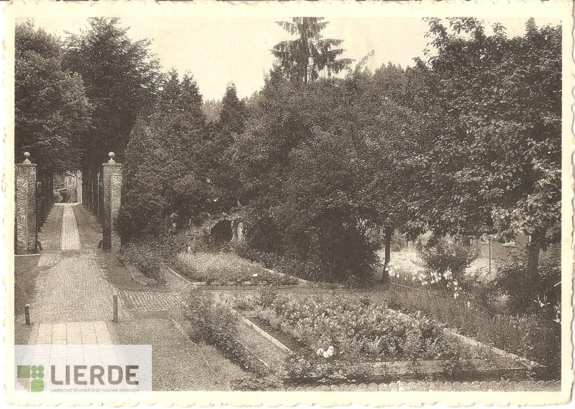 Toegangsweg en tuin klooster