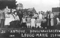 "Louise Marie: Groepsfoto  ""Antique"" Boulevardgasten 1944"