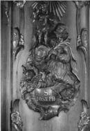 Detail houten bekleding hoekpilaren kerk Deftinge