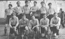 Louise Marie: groepsfoto voetbalwedstrijd 1932