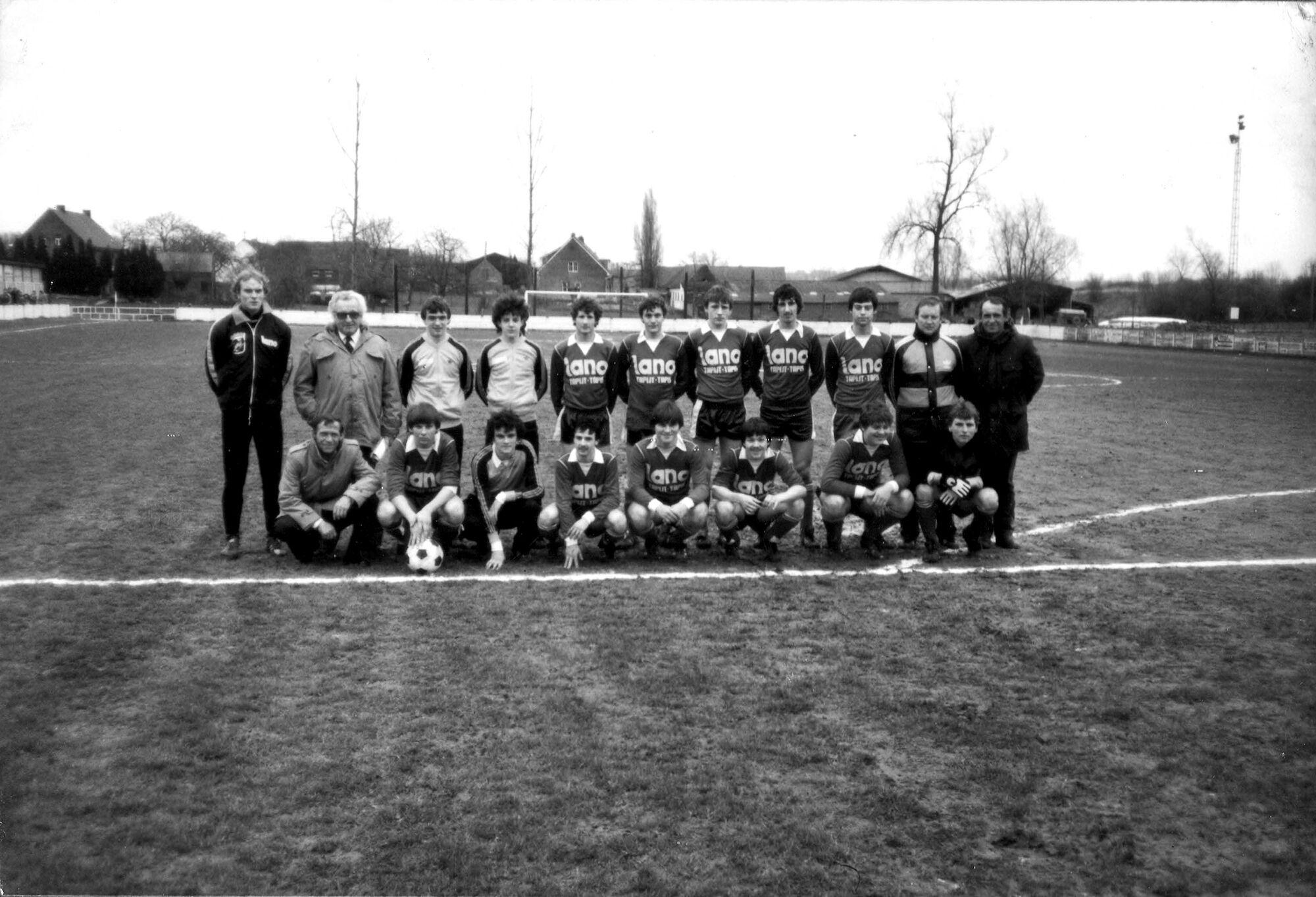 Louise Marie: groepsfoto voetbalploeg 1983