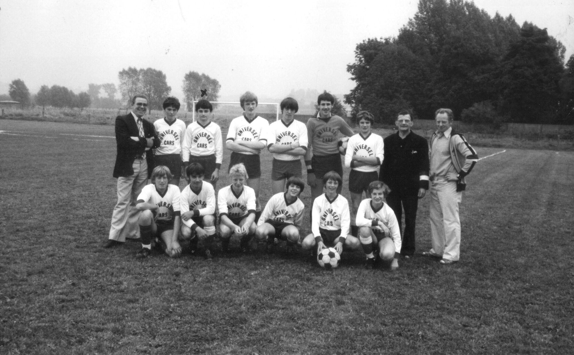 Louise Marie: groepsfoto voetbalploeg jongeren