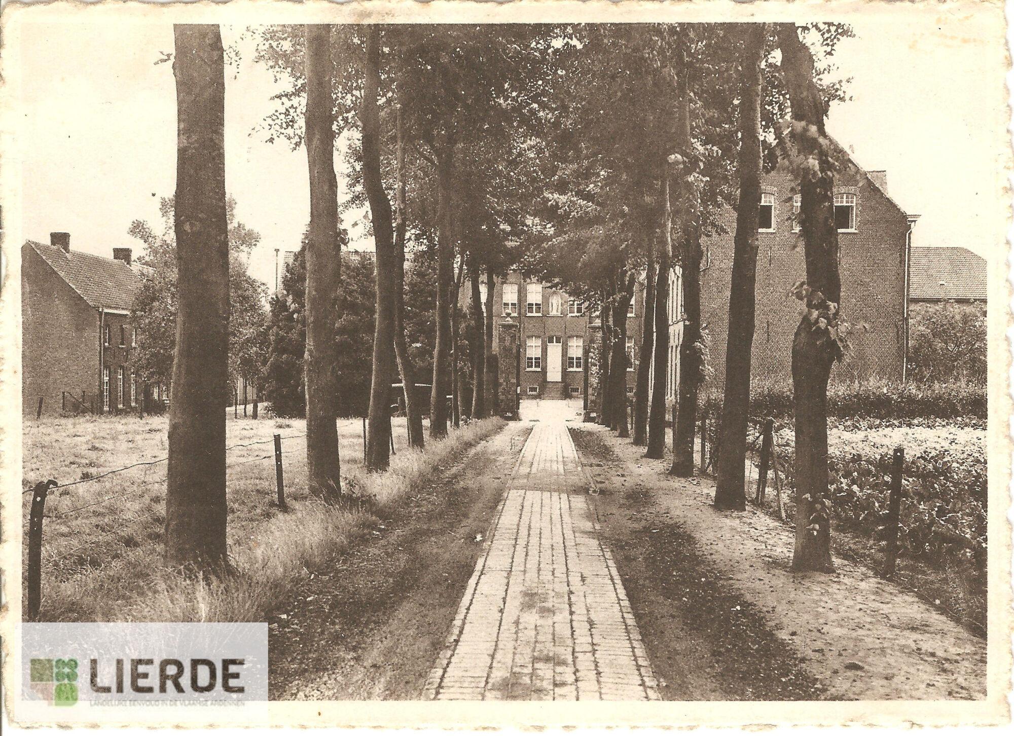 Toegangsweg klooster