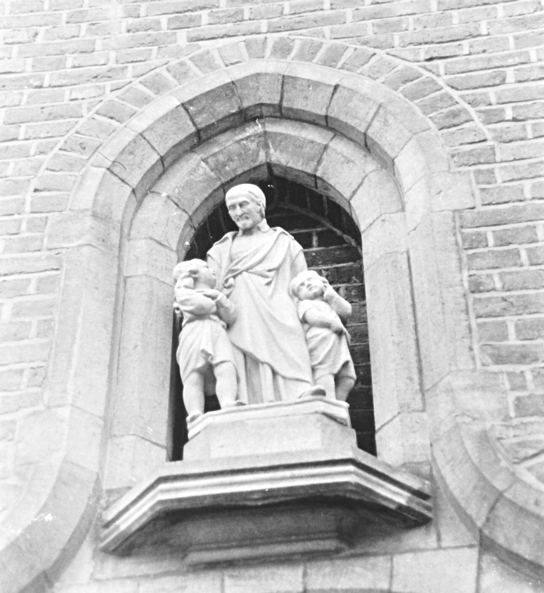 Klooster Deftinge - nis boven inkom klooster