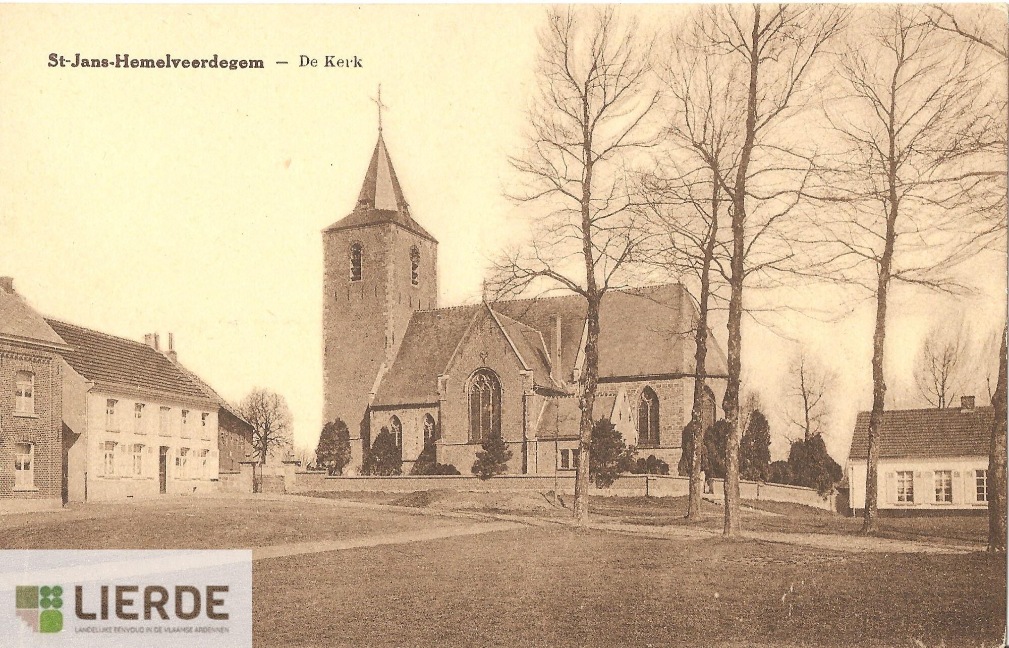 Kerk en kerkplein Hemelveerdegem