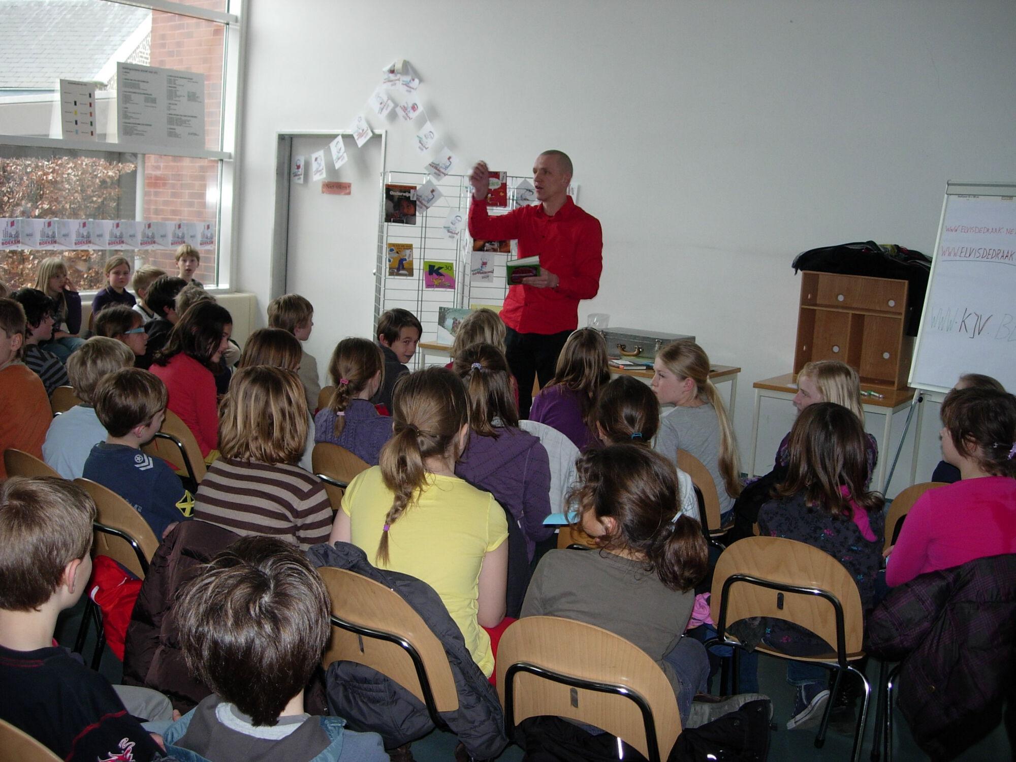 Stefan Boonen op bezoek in de bibliotheek van Merelbeke