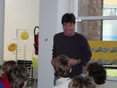 Luc Descamps op bezoek in de bib van Merelbeke