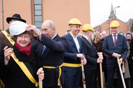 Eerste spadesteek nieuw cultuurcentrum