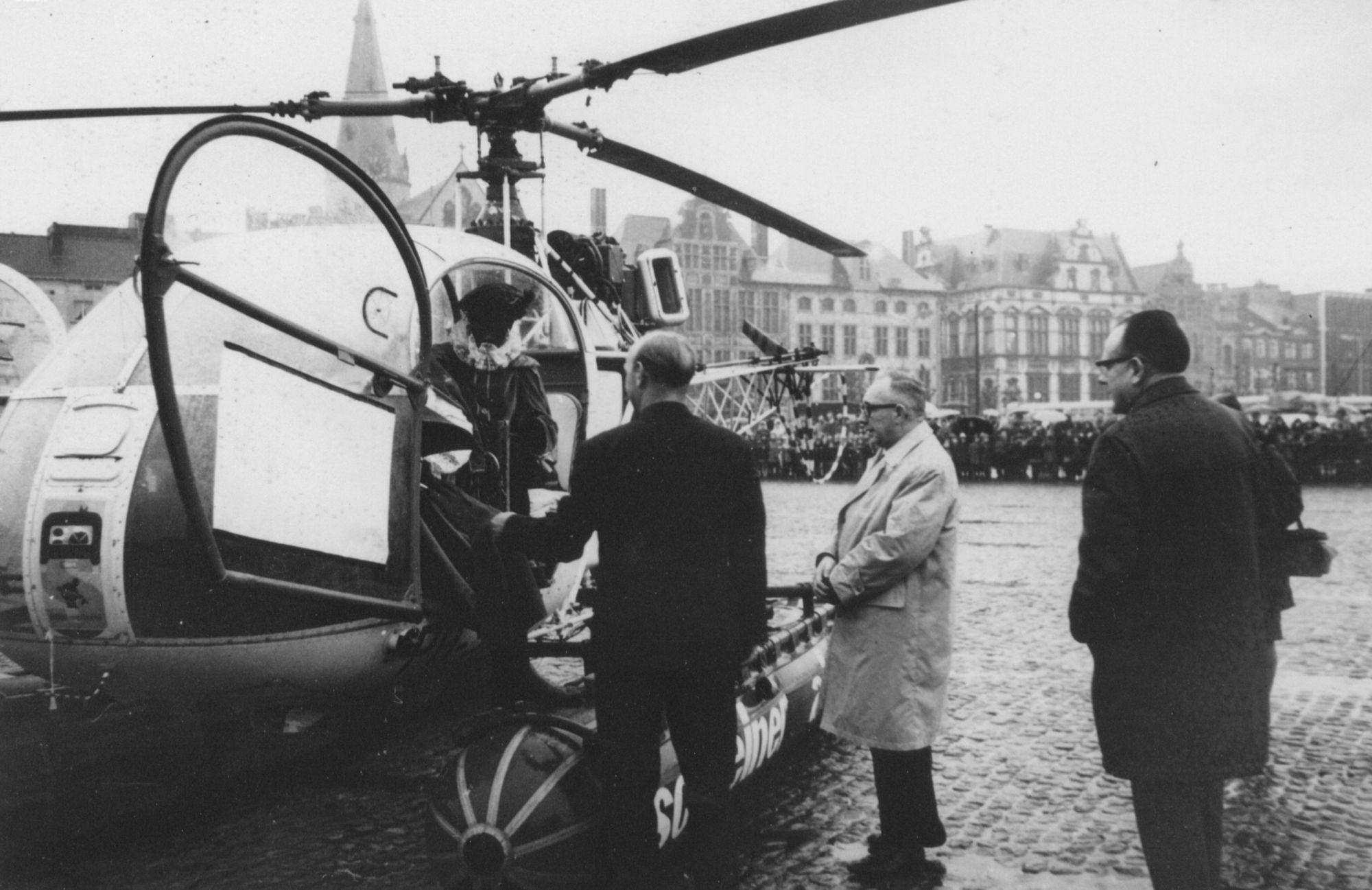 Aankomst van de Sint per helikopter