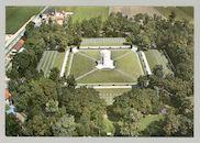 Luchtfoto van Flanders Field, enige Amerikaanse begraafplaats in België van gesneuvelden in Wereldoorlog I.