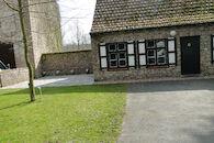 Huisje met toiletten in het landschapspark Bulskampveld